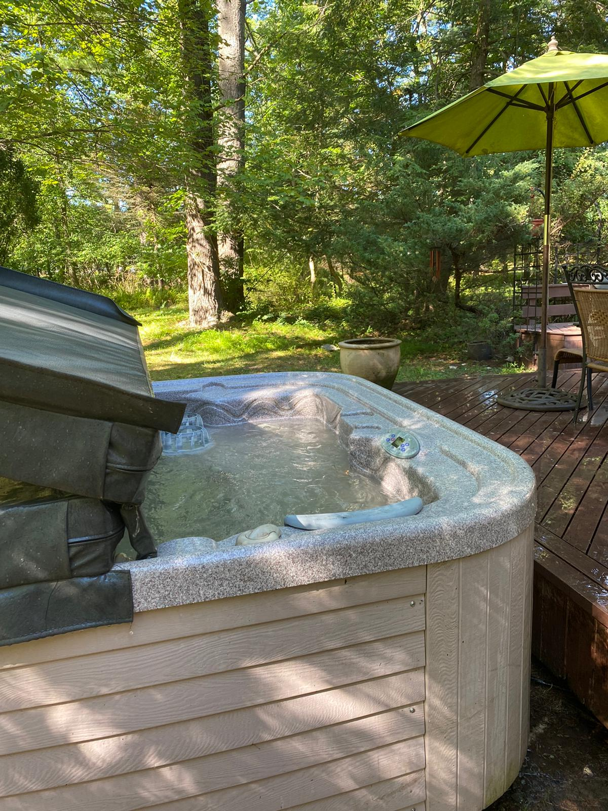 vacation rentals with hot tub near me